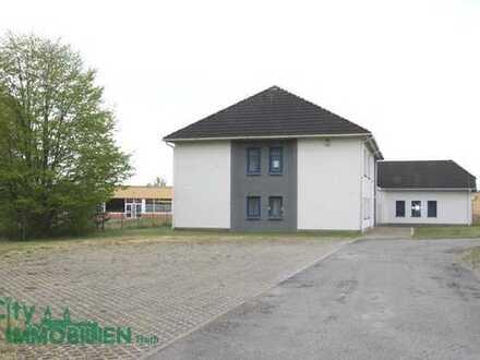 Gewerbeobjekt in Wittstock - Bürokomplex mit Nebengebäude und Garagen