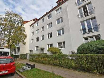 Erstbezug nach Sanierung: Schöne 2-Zimmerwohnung in ruhiger und dennoch zentraler Lage