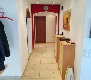 Günstige, geräumige 3-Zimmer-Wohnung mit Terrasse und EBK in sehr attraktiver Lage