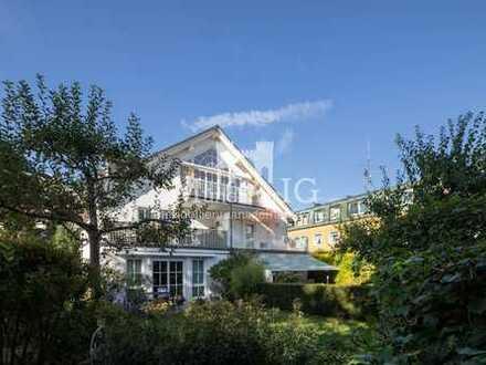 MÜNCHNER IG: Exklusive Dachgeschosswohnung in Villa mit über 4 Meter hohen Decken !