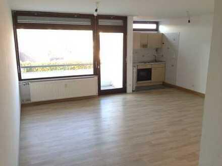 Schöne, helle 1-Zimmer-Wohnung mit Balkon in Würzburg, Versbach.