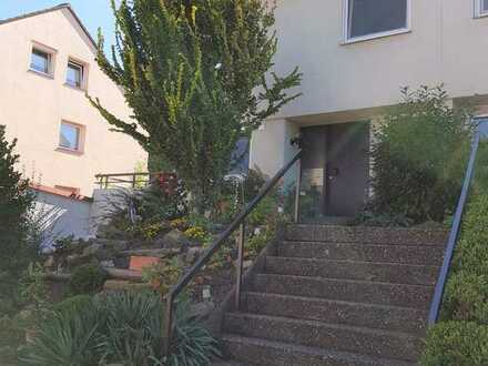 Schöne Doppelhaushälfte in Ditzingen-Schöckingen, ruhige Ortsrandlage