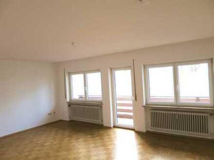 Modernisierte 3-Zimmer-Erdgeschoßwohnung mit Balkon in ruhiger Nebenstraße