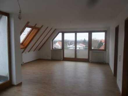 Außergewöhnliche 4 Zimmer-Maisonette-Wohnung mit 2 Eingängen. 2 Balkonen, Blick