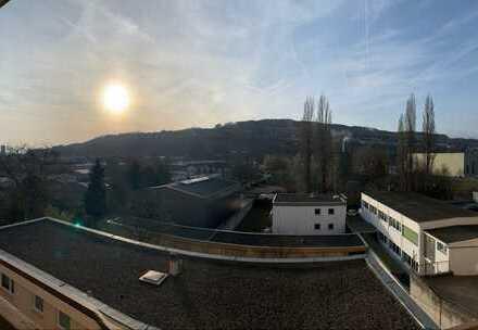 Stilvolle und zentrumsnahe 3-Zimmer-Wohnung mit Einbauküche und 2 Balkonen in Lörrach