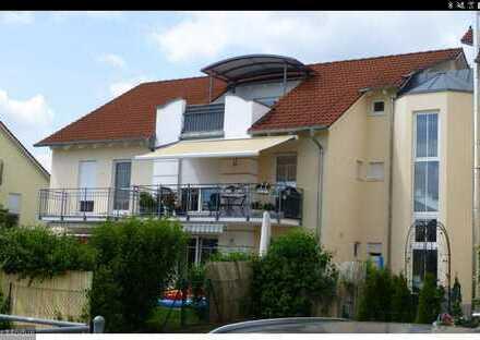 Schöne 3 Zimmer Wohnung mit Dachterasse
