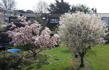 Schönes Reihenhaus mit großem Garten und Garage in Altgarbsen
