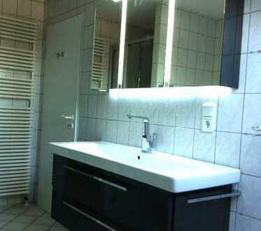 Zwischen Hafen und Loddenheide: DG-Wohnung mit EBK