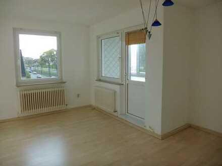 Sonnige 2-Zimmer-Wohnung mit Balkon und EBK in Bremen
