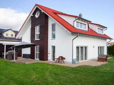 Großes, modernes Einfamilienhaus in Traumlage in Bernstadt