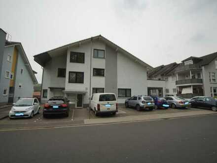 Vollständig renovierte 2-Zimmer-Wohnung mit XXL Balkon ( 27m² )und EBK in Rodenbach