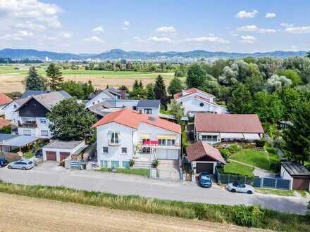 Schöne große Wohnung in Mediterrane Stadt-Villa mit Flair und großer Terrasse!! Neue Einbauküche !