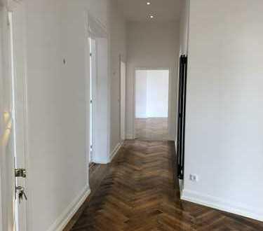 Sanierte 5 Zimmer Stilaltbauetagenwohnung im Frankfurter Westend mit Südbalkon
