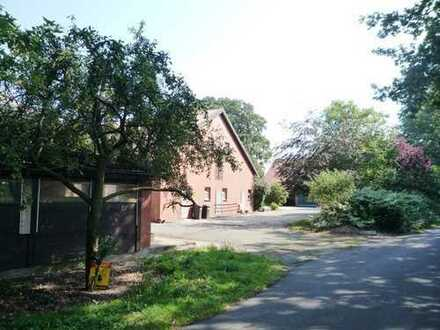 ZWANG - Resthof, Wohnhaus mit 2 Wirtschaftsgebäuden und Scheune in Recke