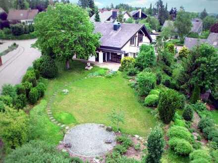 Villa mit parkähnlichem Grundstück