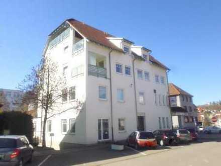 Sehr gepflegte 2,5-DG-Wohnung mit Aufzug und großem Balkon in zentraler Lage