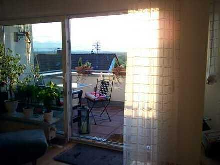 Gepflegte 3,5-Zimmer-DG-Wohnung mit Balkon und EBK in Wernau