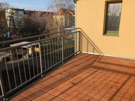 Frisch sanierte STILVOLLE 4-Z-DG-WOHNUNG mit großem Balkon, EBK und Fußbodenheizung