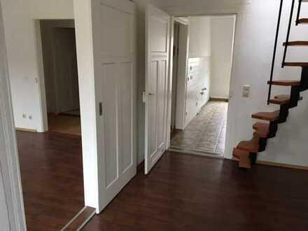 4-Zimmer-Dachgeschoss-Wohnung, zentral gelegen!