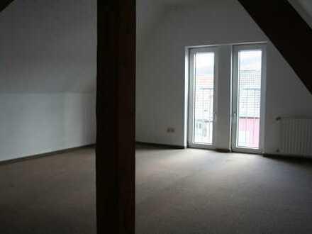 Schöne drei Zimmer DG-Wohnung in Würzburg (Kreis), Neubrunn
