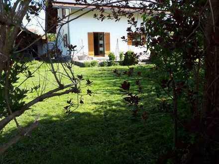 Modernisiertes Einfamilienhaus mit Einbauküche und großem Garten, Schonstett