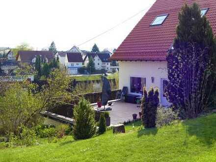 Helle, sehr schöne 3-Zimmer-Wohnung in ruhiger Süd-Lage mit herrlichem Blick, großer Balkonterrasse