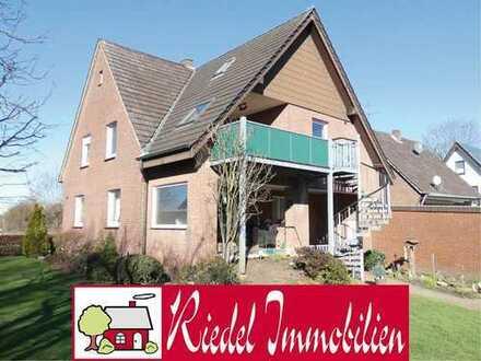 Geräumiges, freist. Ein-/Zweifamilienhaus mit 2 Garagen u. zusätzlichem Baugrundstück!
