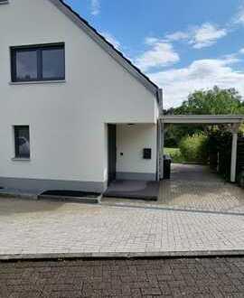Exklusives Neubauobjekt - Doppelhaushälfte mit Garten und zwei Terrassen