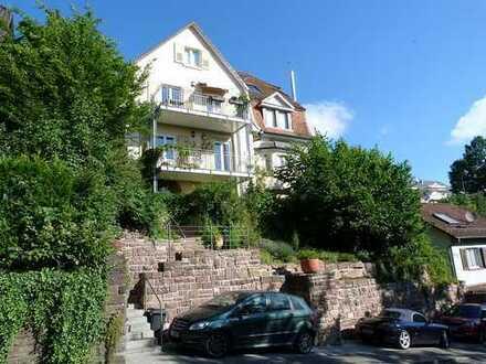 Charmante 3+1 Zi. Jugendstil-Wohnung in kleiner Wohneinheit mit Einbauküche und Stellplatz
