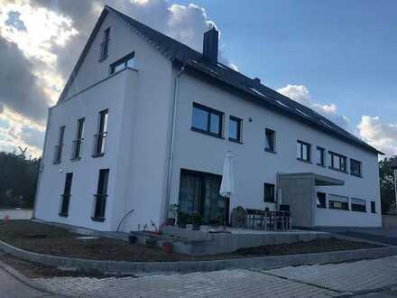 Exclusiver -Erstbezug: 3,5-Zimmer-Maisonette-Wohnung mit EBK, TG u. Balkon in Weil im Schönbuch