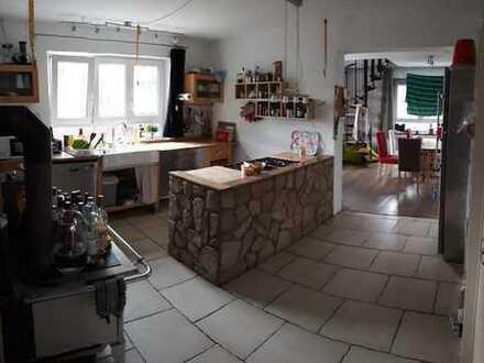 Schöne 5-Zimmer-Wohnung mit Garten und Einbauküche in Tübingen