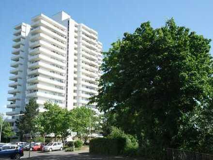 -- POLL -- gut aufgeteilte 3 Zim Whg mit 2 Balkonen und Blick ins Grüne im 14. OG --