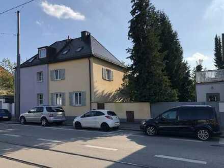 Gemütliche Doppelhaushälfte mit Südgarten in Pasing