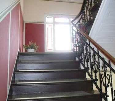 freundliche 3-Raum-Wohnung im DG einer schönen Villa - gute Wohnlage!