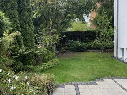 Den Sommer 2021 im eigenen Garten mit 213 m² geniessen !!! Luxuriöse 4 Zimmer Maisonetten Wohnung
