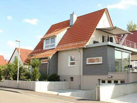 Schönes freistehndes möbliertes Haus mit sechs Zimmern in Esslingen (Kreis), Dettingen unter Teck