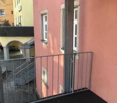 Neuwertige 4-Zimmer-Maisonette-Wohnung mit Balkon und Einbauküche in Selb