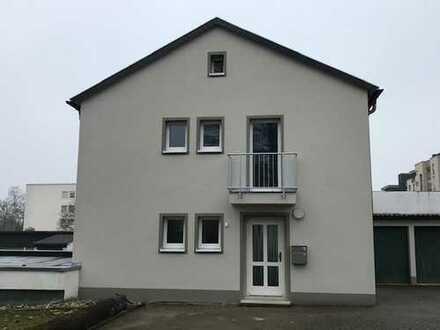 neu saniertes Einfamilienhaus mit großer Terrasse und Garagen