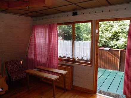 Kleine gemütliche Finnhütte im Wald zum Verkauf