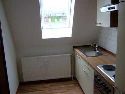 Schöne, renovierte 2 Zimmer-Wohnung mit Einbauküche in unmittelbarer Nähe zum Hauptbahnhof!!