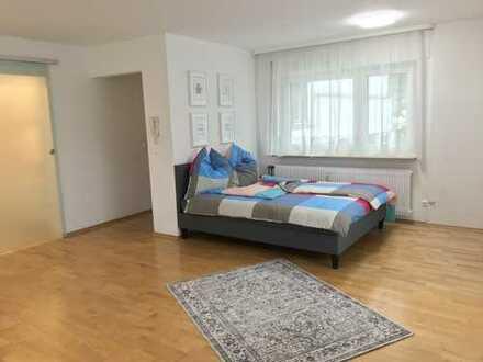 Exklusive vollmöblierte 1,5-Zimmer-Wohnung mit Balkon
