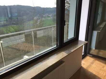 Erstbezug nach Sanierung: schöne 4-Zimmer-Wohnung mit Einbauküche und Balkon in Kirchberg (S-Bahn)