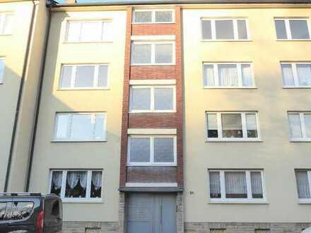 Renovierte, zentral gelegene 2-Zimmer-Wohnung mit überdachtem Balkon und modernem Duschbad