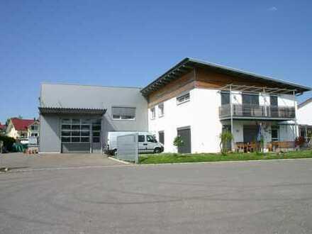Gewerbehalle mit Büro-/Wohnhaus