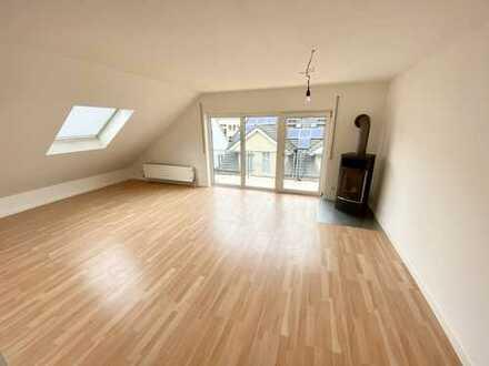 Großzügige und komplett renovierte 3 Zimmer-Dachgeschoss-Wohnung!
