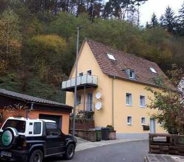 Modernisierte 3,5-Zimmer-Erdgeschosswohnung mit Balkon und Einbauküche in Rinnthal