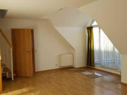Schöne helle 3-Zimmer-Dachgeschosswohnung mit Balkon in Nürnberg