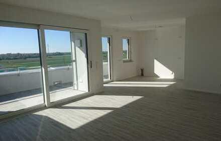 Sonnige, exclusive Penthouse-Wohnung mit Weitblick. Erstbezug mit hochwertiger Einbauküche.