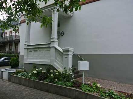 "Arbeiten im ""Denkmalgeschützten Palais Bolongarostraße"" - Großzügige Büro/ Praxisfläche"