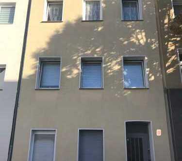 Renditeobjekt: vermietetes Mehrfamilienhaus in Köln-Kalk, mit vier Wohnungen auf 4 Etagen
